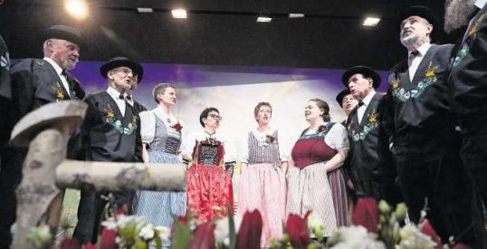 Der Jodlerklub sorgt für Stimmung im Steinhauser Gemeindesaal. (Bild Jakob Ineichen)