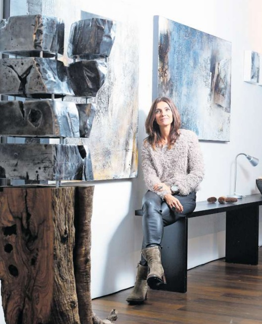 Abstrahismus beherrscht Carole Kohlers Gemälde und Skulpturen. Sie sind derzeit in der Galerie von Anne Marie Arrigoni zu sehen. (Bild Stefan Kaiser)