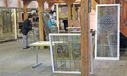 Zahlreiche Besucher pilgerten gestern Sonntag ins Bauteillager der Schwyzer Denkmalpflege in Goldau – vor allem, um sich die Dorfbachstube von 1311 anzuschauen.