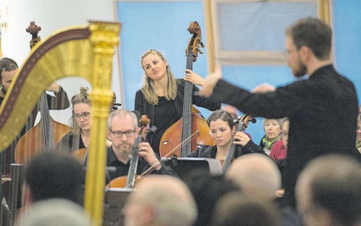 Das Baarer Kammerorchester spielte in der Kirche St. Thomas in Inwil. (Bild Maria Schmid)