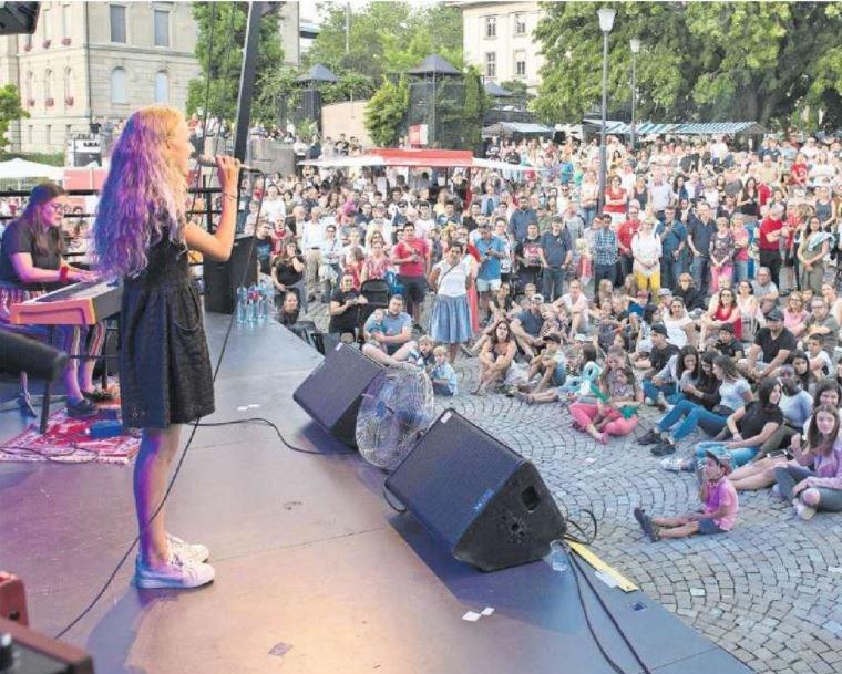 Die 14-Jährige Lou Vogel aus Hühnenberg sang die Nationalhymne.(Bild: Maria Schmid)