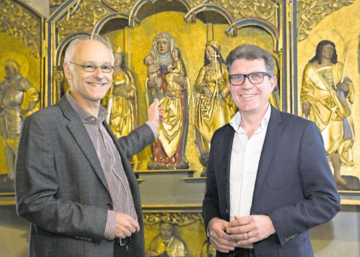 Projektleiter Guido Estermann (rechts) und Realisator Urs-Beat Frei am Kulturpunkt «Beinhaus St. Anna, Baar». (Bild PD/Thomas Müller)