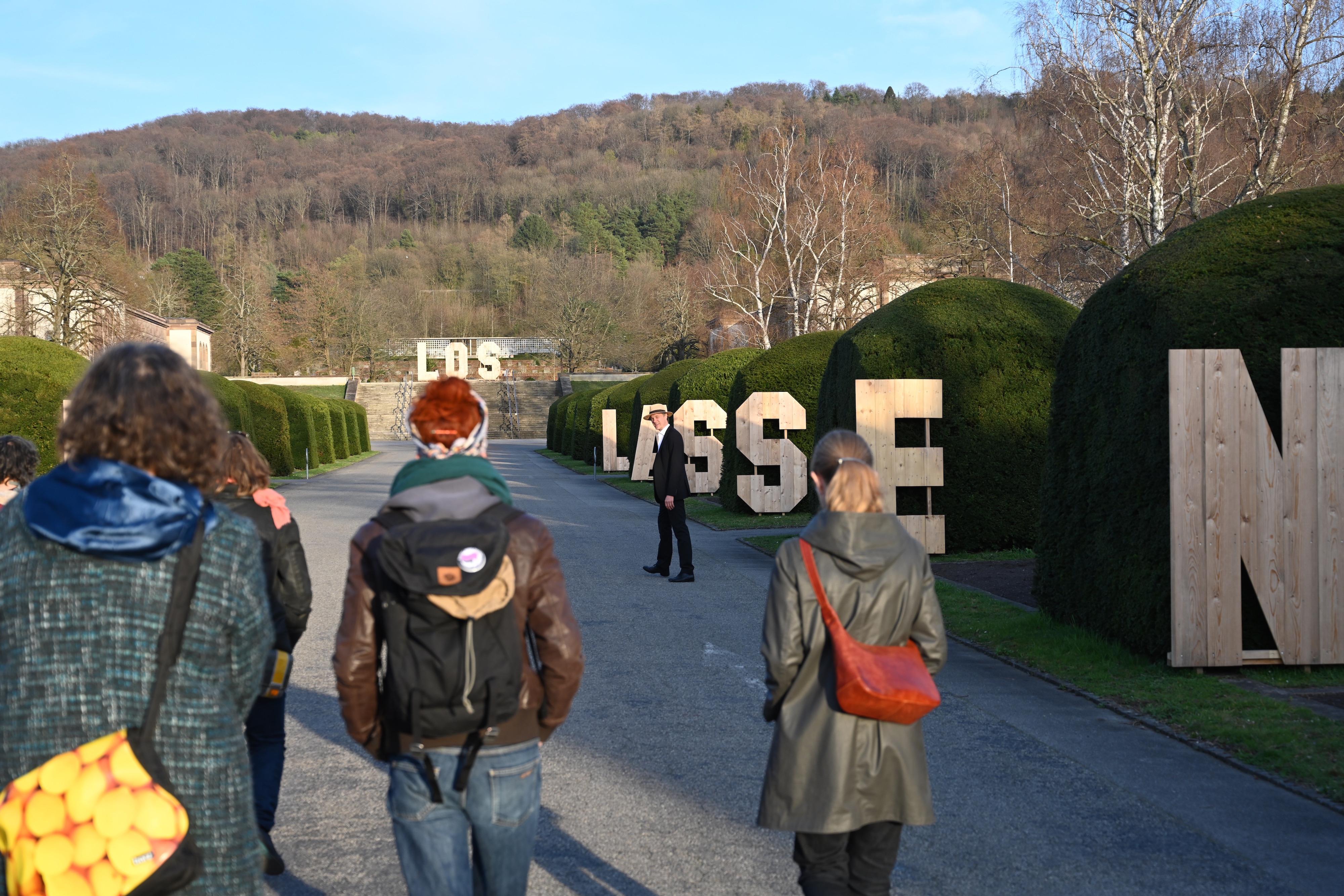 Zeit Los Lassen - Inszenierte Spaziergänge durch die Ausstellung