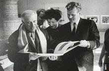"""Ausstellung """"Editions Tériade"""" in der Galerie Kornfeld und Klipstein am 6. Februar 1960 © Loomis Dean, Life, aus: Meyer, Meret, Biographie Marc Chagall, in: Galerie Kornfeld (Hg.), Auktionskatalog 238, Marc Chagall. Indivision Ida Chagall, Bern 2006."""
