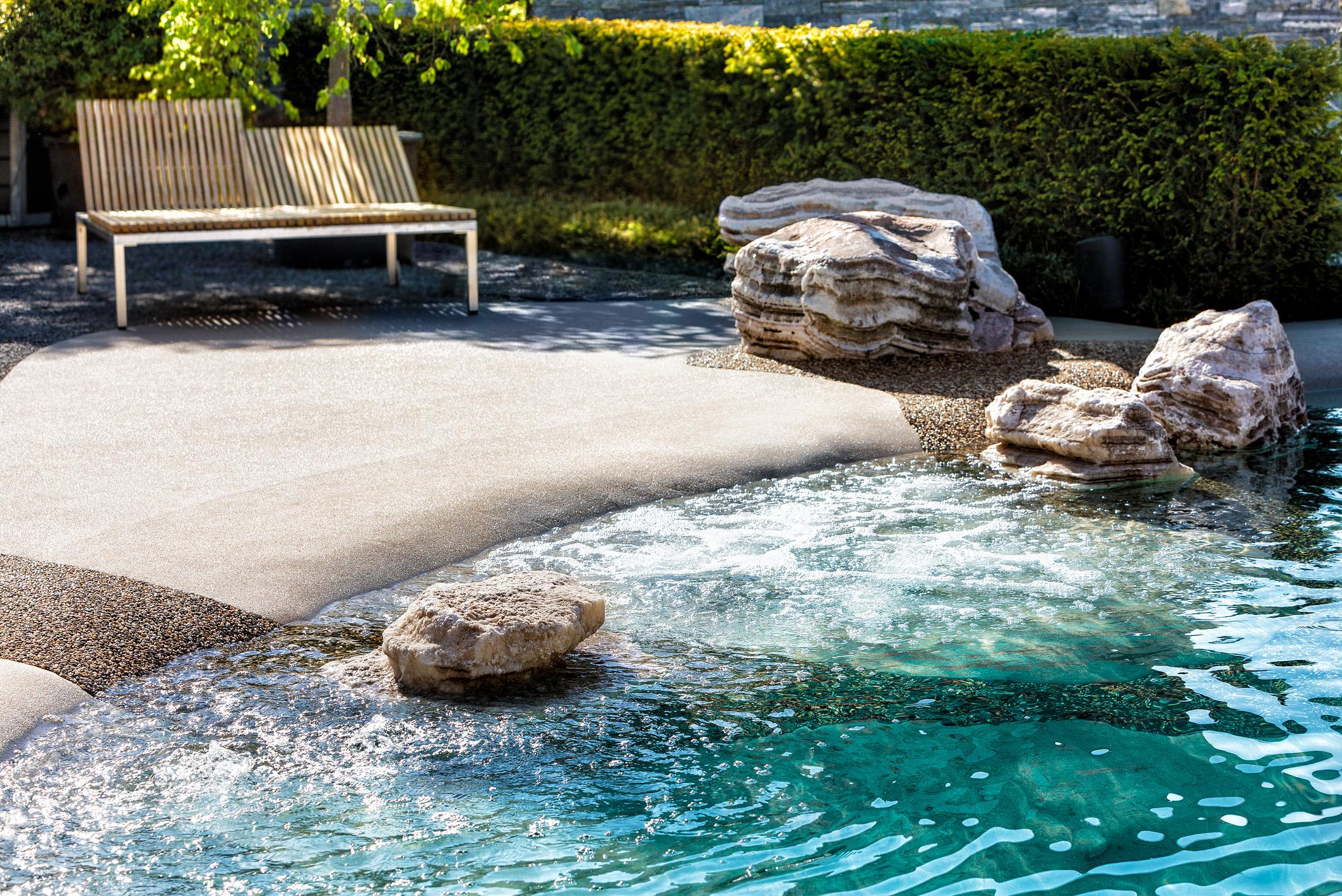 Swiss SPA-Pool: Sandstrandoptik in der Gartenvilla